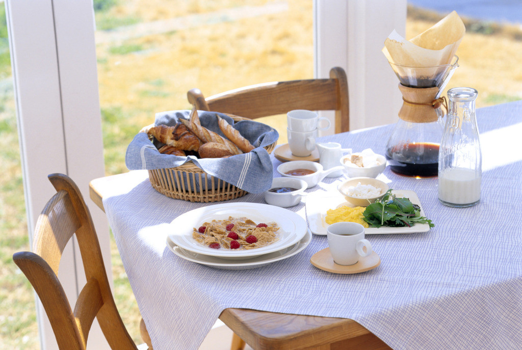 一家人吃饭-震惊中国父母的美国孩子的餐桌教育