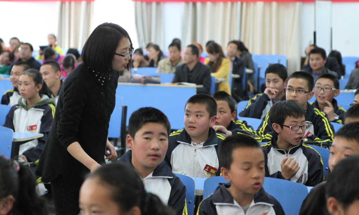 好未来李素莹老师为青海教师进行英语示范课展示