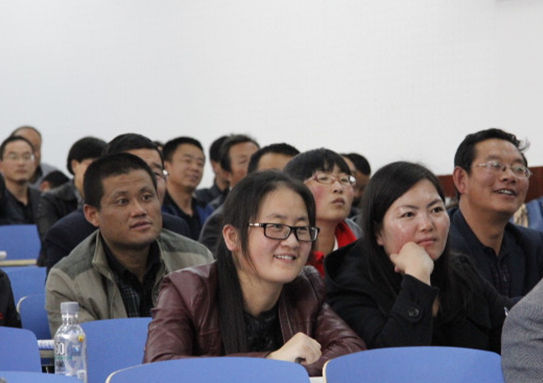 专家的讲座不时引起受训老师们的会心微笑