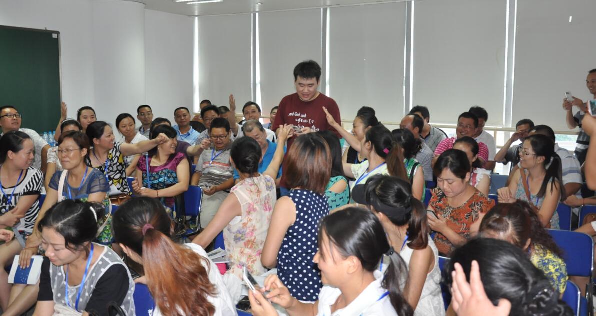 好未来老师为当地分享教师培训、考核体系及流程