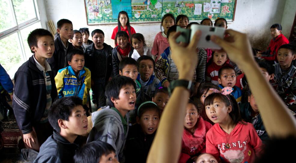 贵州彭寨小学生摄影课