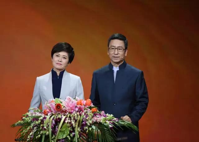 2017年成都中考作文素材:感动中国2016年年度人物